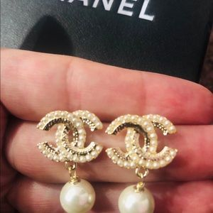 Autantic Chanel earrings